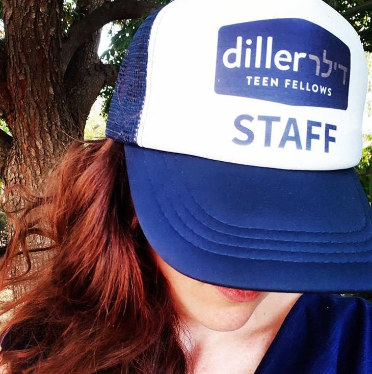 הדפסת-צבעונית-על-כובע-לחברי-צוות-עבור-דילר
