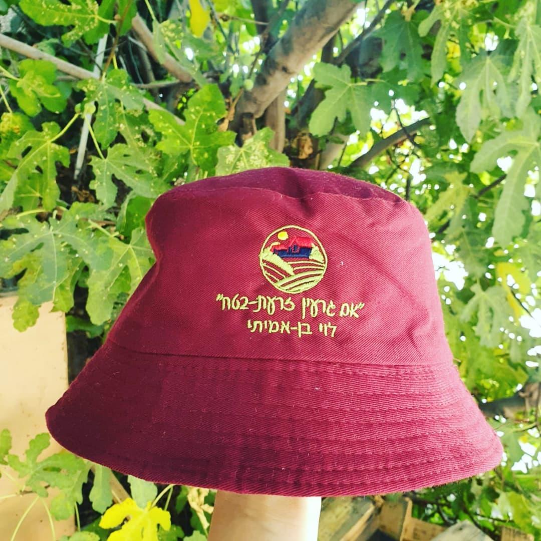 כובע פטריה עם רקמה